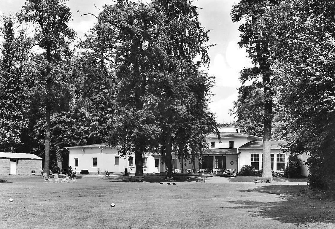 Clubhaus historisch Terrasse 001